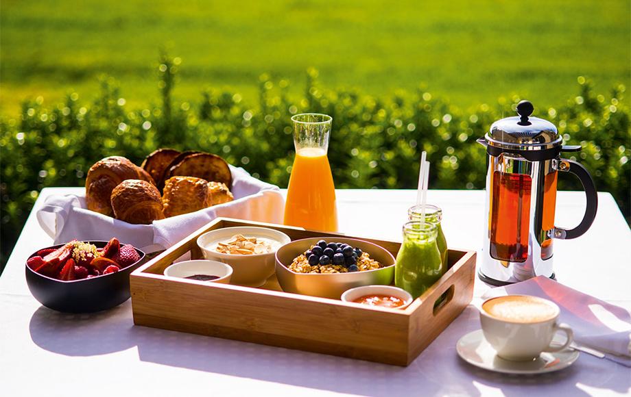 The Louise breakfast updoors